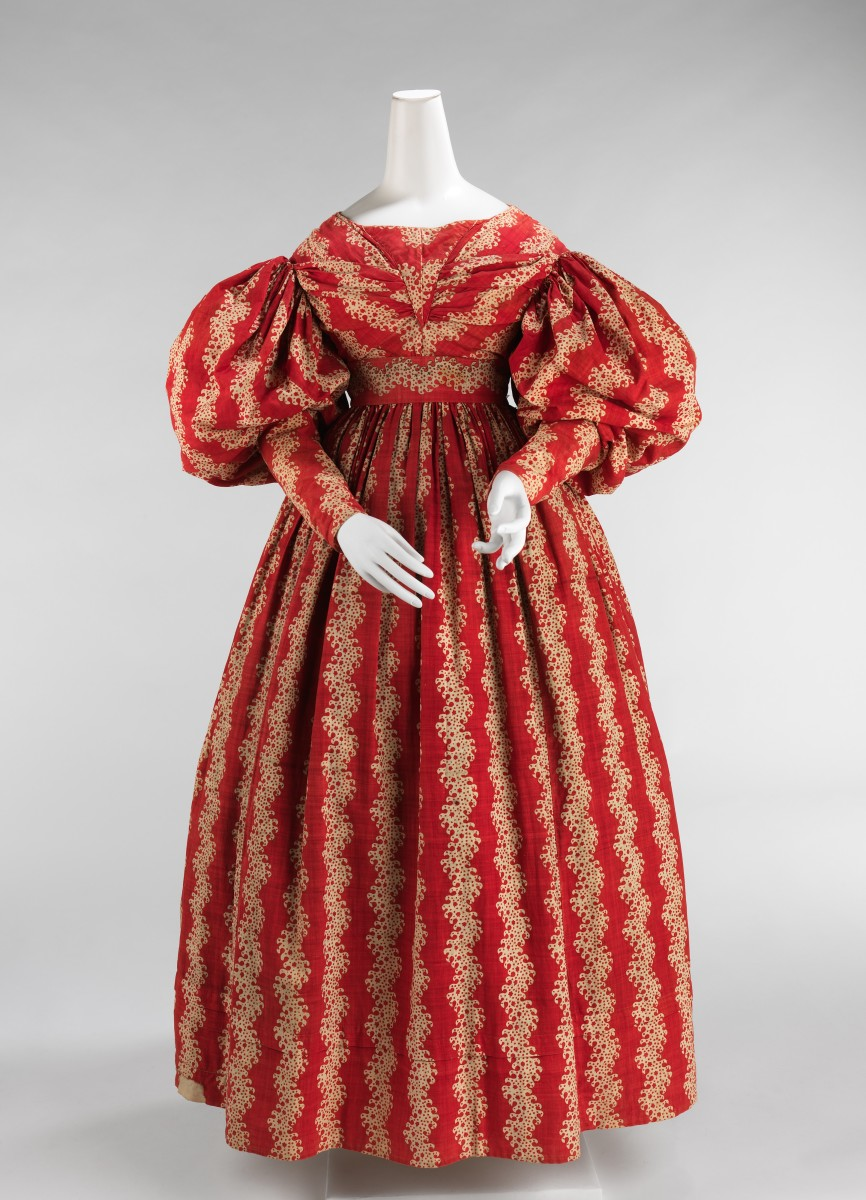 Cotton dress, 1832–35, American, designer unknown. The large gigot sleeves were popular from the early 1830s through 1836 when they began to diminish to the tightly fitted sleeves of the following period.
