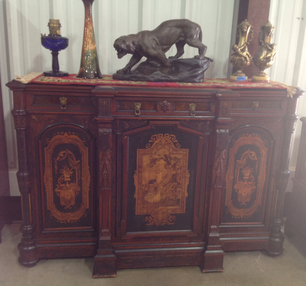 The show has a large variety of furniture, lamps, paintings, knick-knacks and other home furnishings.
