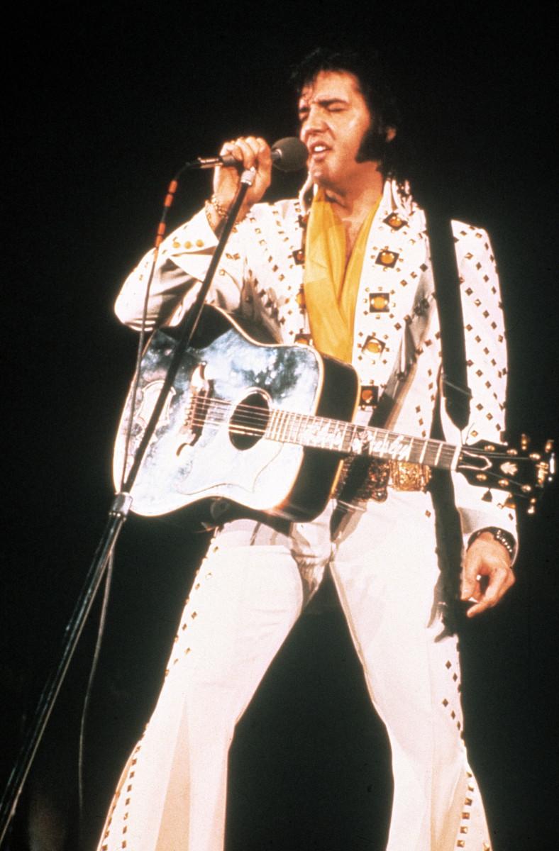 Elvis performing in the jumpsuit in 1972.