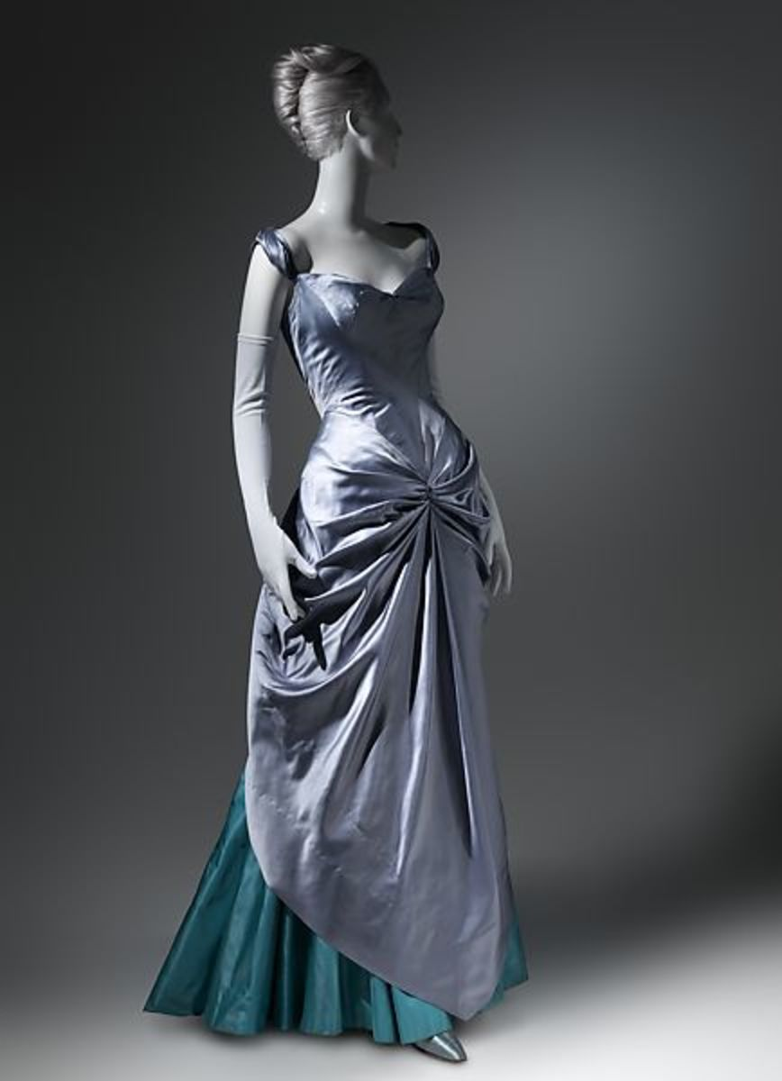 Silk ball gown, 1950-1952. This belonged to Marietta Tree, a client Charles James named his Tree ball gown after.