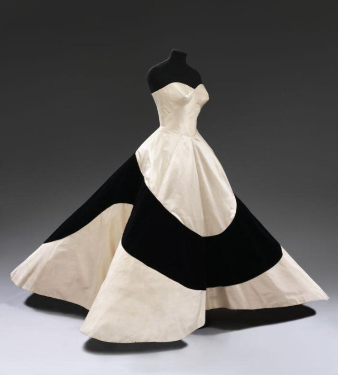 This Clover Leaf dress is in the collection of the Victoria and Albert Museum. The Metropolitan Museum of Art also has a couple of versions in its collection.