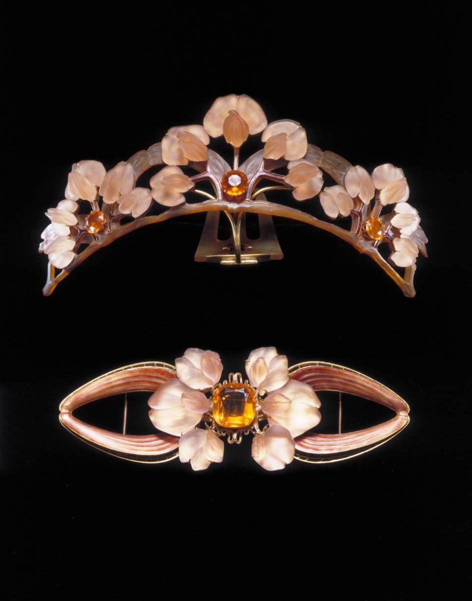 The tiara comb and its matching bodice ornament.